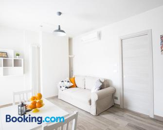 Roero Suite - Montà - Wohnzimmer