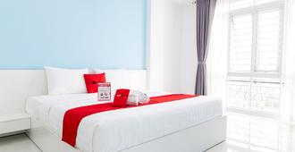 RedDoorz Plus near Nguyen Hue Walking Street - Ho Chi Minh City - Κρεβατοκάμαρα