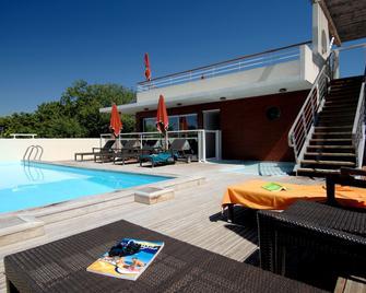 Appart'hôtel Odalys Olympe - Antibes - Bể bơi