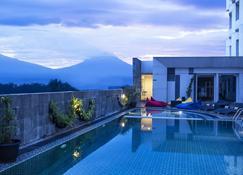 Atria Hotel Magelang - Magelang - Piscine
