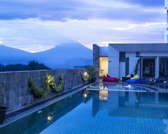 Atria Hotel Magelang - Magelang - Pool
