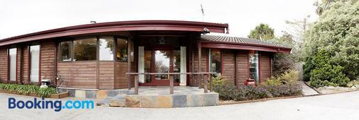 Travellers Retreat B&B - Christchurch - Building