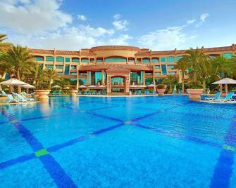 Al Raha Beach Hotel - Абу-Даби - Бассейн