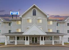 Travelodge Suites by Wyndham Saint John - Saint John - Building