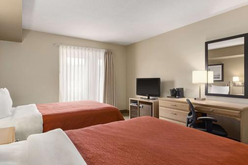 Travelodge Suites by Wyndham Saint John - Saint John - Bedroom