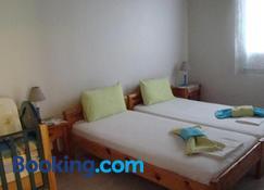 卡洛肯提公寓 - 愛琴娜島 - 臥室