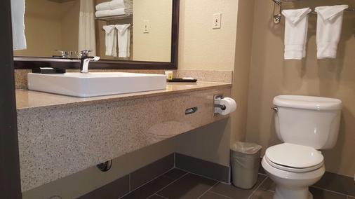 Best Western Plus Airport Inn & Suites - Oakland - Bathroom