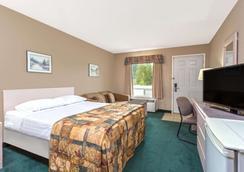 Super 8 by Wyndham Golden - Golden - Bedroom