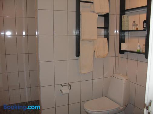 Inn & Art Madeira Hotel & Villas - Caniço - Bathroom
