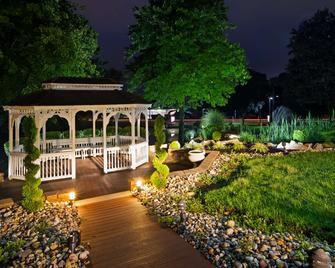 Best Western Plus Concordville Hotel - Glen Mills - Innenhof