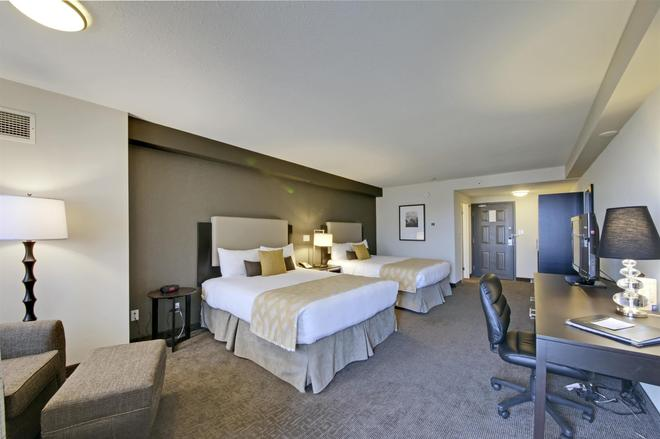 Coast Kamloops Hotel & Conference Centre - Kamloops - Bedroom