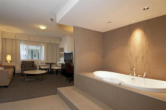 Coast Kamloops Hotel & Conference Centre - Kamloops - Bathroom