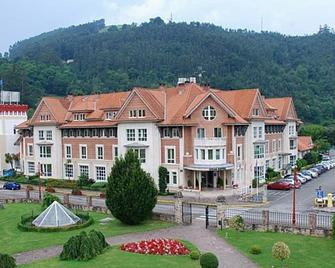 Gran Hotel Balneario De Puente Viesgo - Puente viesgo - Gebäude