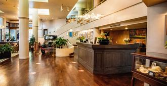 Haywood Park Hotel Ascend Hotel Collection - Asheville - Front desk