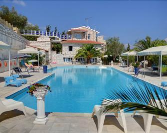 Paco's Resort - Gaios - Pool