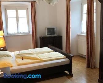 Gasthof zum Goldenen Löwen - Straß in Steiermark - Schlafzimmer