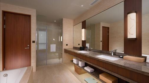 Courtyard by Marriott Taipei - Taipei - Bathroom