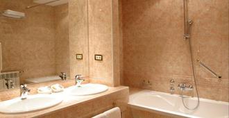 Hotel AS - Zagreb - Bathroom