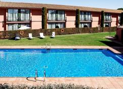 Torremirona Golf & Spa Resort - Figueres - Piscina