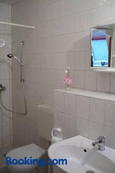 Gaststatte & Pension Jiedlitz - Panschwitz-Kuckau - Bathroom