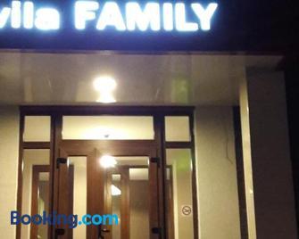 Vila Family - Tohatin - Building