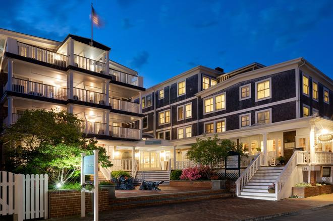 Vineyard Square Hotel & Suites - Edgartown - Building