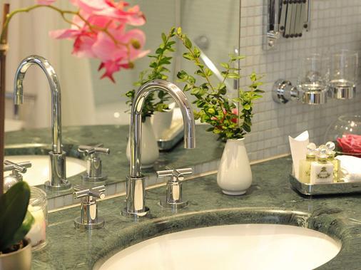 Hotel Schloss Eckberg - Dresden - Bathroom