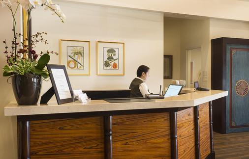 Ayres Hotel Orange - Orange - Front desk