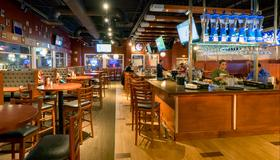 Holiday Inn Niagara Falls-Scenic Downtown - ניאגרה פולס - בר