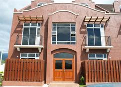 Eclipse Suite Guest Apartments - Kingston - Building