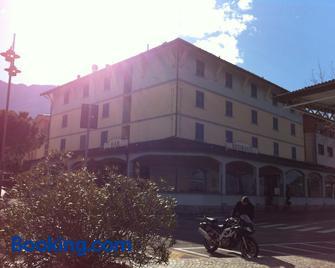Hotel Risi - Colico - Edificio
