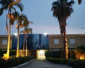 Liverpool Hotel & Motel - Indaiatuba - Building