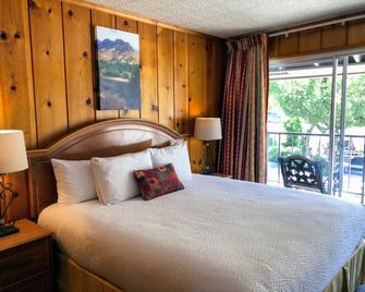 Piazza's Pine Cone Inn - Kernville - Bedroom