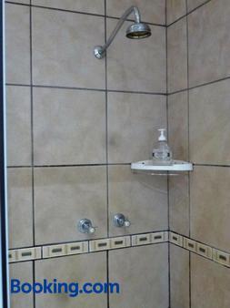 @Yamkela Guest House - Oudtshoorn - Phòng tắm