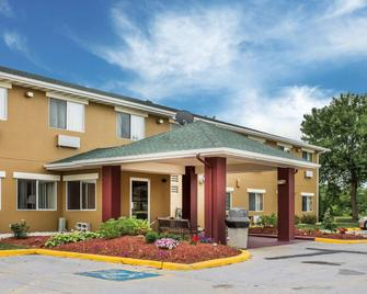 Quality Inn - Manitowoc - Edificio