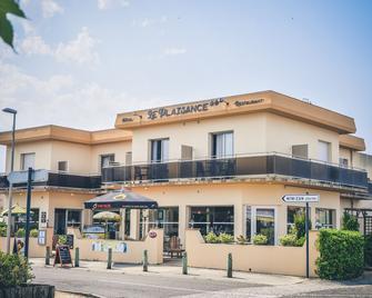 Hôtel Restaurant Le Plaisance - Mimizan - Edificio