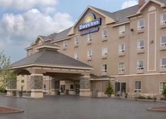 Days Inn by Wyndham Red Deer - Red Deer - Building