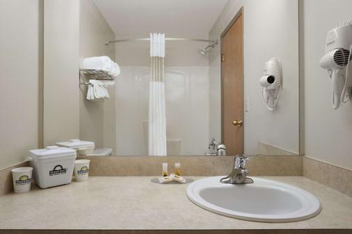 紅鹿戴斯酒店 - 雷德迪爾 - 雷德迪爾 - 浴室