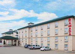 Ramada by Wyndham Red Deer Hotel and Suites - Red Deer - Building
