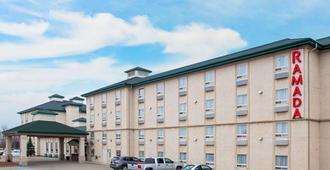 Ramada by Wyndham Red Deer Hotel and Suites - Red Deer