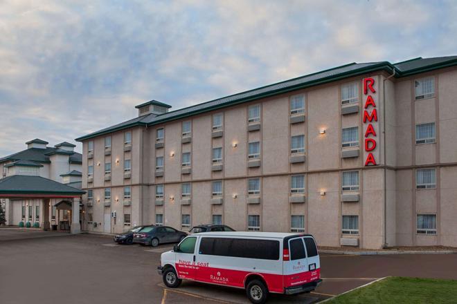 Ramada by Wyndham Red Deer Hotel and Suites - Red Deer - Building