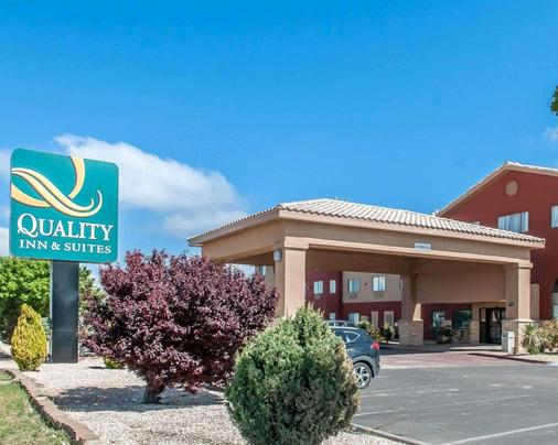 Quality Inn & Suites - Hobbs - Building