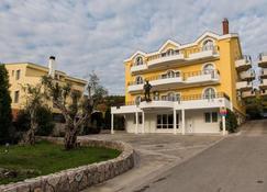 Hotel Crnogorska Kuca - Podgorica - Building