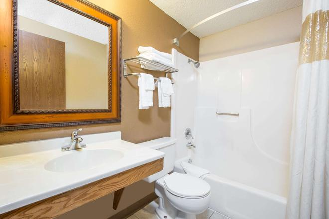 Super 8 by Wyndham Sioux City/Morningside Area - Sioux City - Salle de bain