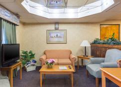 Econo Lodge & Suites - Clarksville - Lobby