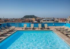 NH Nice - Nice - Bể bơi