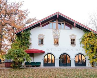 Hotel Chiemgauhof - Übersee - Gebouw
