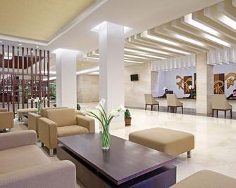 Hotel Surya Yudha Purwokerto - Purwokerto - Salónek