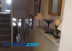 Helena bed and breakfast - London