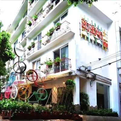 Twenty Thirty Forty Inn - Yangshuo - Building